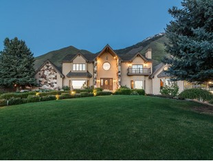 Villa for sales at Maple Mountain Estate 903 South 1300 East Mapleton, Utah 84664 Stati Uniti