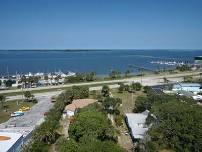 Частный односемейный дом for sales at 5.32 Historical Home in Micco 8580 Highway 1 Micco, Флорида 32976 Соединенные Штаты