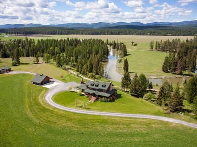 Vivienda unifamiliar for sales at Custom Farmhouse and Guest House 458 Hansen Lane  Whitefish, Montana 59937 Estados Unidos