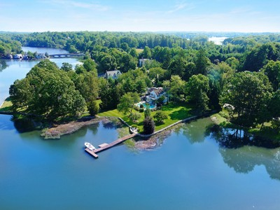 獨棟家庭住宅 for sales at Spectacular Waterfront 47 Pear Tree Point Road Darien, 康涅狄格州 06820 美國