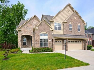 独户住宅 for sales at Elegant Brookhaven Home 2810 Newbury Court Zionsville, 印第安纳州 46077 美国