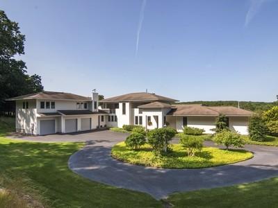 独户住宅 for sales at Simply Spectacular 132 River Road Essex, 康涅狄格州 06426 美国