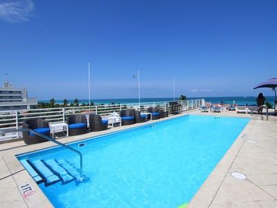 Кооперативная квартира for sales at The Strand A506 1024 Ocean Drive A506 Miami Beach, Флорида 33139 Соединенные Штаты