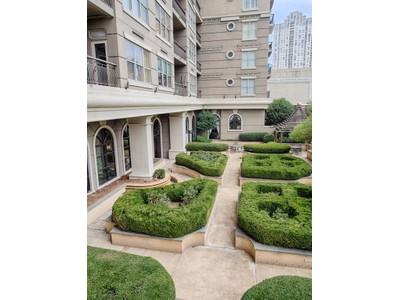 Condominium for sales at Beautifully Updated Corner Unit 3334 Peachtree Road NE #606 Atlanta, Georgia 30326 United States