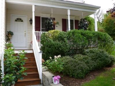 단독 가정 주택 for sales at Conveniently Located 4 Bedroom Colonial Townhome 1 Edgewater Circle #1 Danbury, 코네티컷 06810 미국
