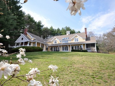 Villa for sales at Sophisticated Country Contemporary 286 South Great Road Lincoln, Massachusetts 01773 Stati Uniti