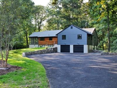 단독 가정 주택 for sales at Pristine Home 192 Fillow Street  Norwalk, 코네티컷 06850 미국
