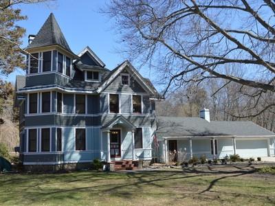 Nhà ở một gia đình for sales at Waterfront Victorian 81 Main Street Ivoryton, Connecticut 06442 Hoa Kỳ