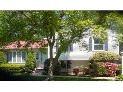Einfamilienhaus for sales at Mid Century Split Level 4 Tanglewood Rd Scarsdale, New York 10583 Vereinigte Staaten