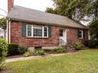 独户住宅 for  sales at Spacious Cape in Private Setting 32 Oak Street Winchester, 马萨诸塞州 01890 美国