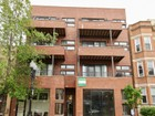 Condominio for sales at Spacious Condo in North Center 1925 W Irving Park Road Unit 4  Chicago, Illinois 60613 Estados Unidos
