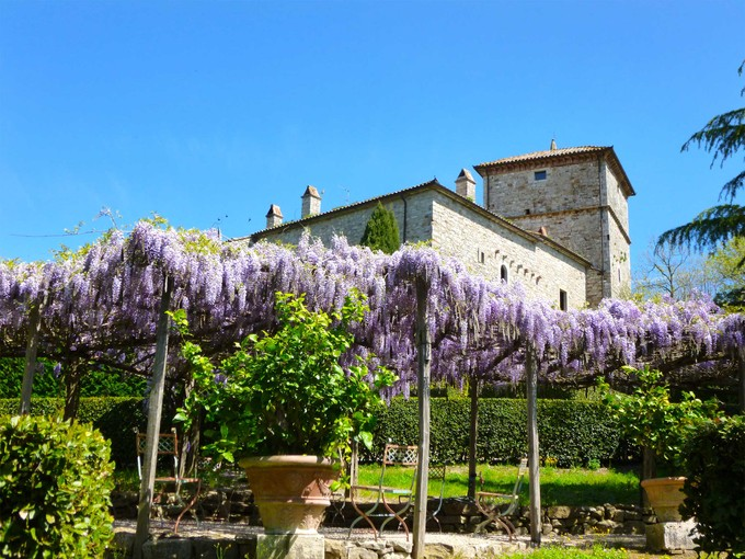 Moradia for sales at Charming castle with ancient observation tower next to Todi Porchiano  Todi, Perugia 06059 Itália