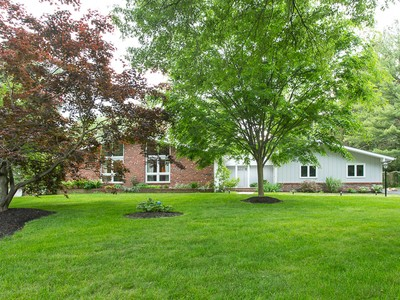 Maison unifamiliale for sales at Surrender To The Comforts Of This Rambling Ranch 108 Jamieson Drive Pennington, New Jersey 08534 États-Unis