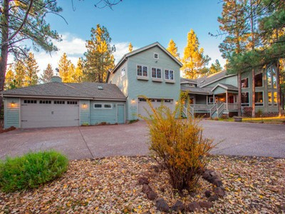 Maison unifamiliale for sales at Stunning Flagstaff Cottage Style Architecture 2489 Eva CIR Flagstaff, Arizona 86005 États-Unis