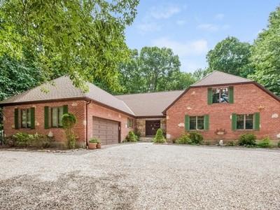 Maison unifamiliale for sales at Custom Built Brick Home 144 Birchwood Drive  Hamden, Connecticut 06518 États-Unis
