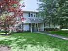 Moradia for  open-houses at 8 Cheryl Drive  Oakhurst, Nova Jersey 07755 Estados Unidos