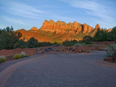 Terreno for sales at Beautiful One Acre Parcel 40 Cathedral Ranch Drive Sedona, Arizona 86351 Estados Unidos