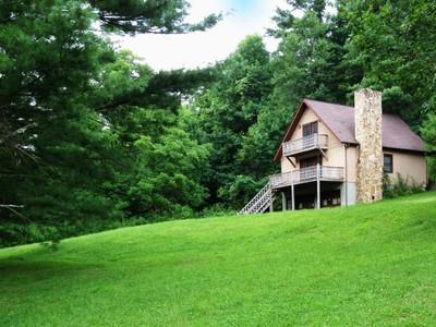 Casa para uma família for sales at River Front Cottage 1395 River Front Drive Jefferson, Carolina Do Norte 28640 Estados Unidos