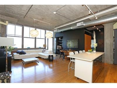 コンドミニアム for sales at Spacious And Rare Three Bedroom 156 Porter Street Unit 447 Boston, マサチューセッツ 02128 アメリカ合衆国
