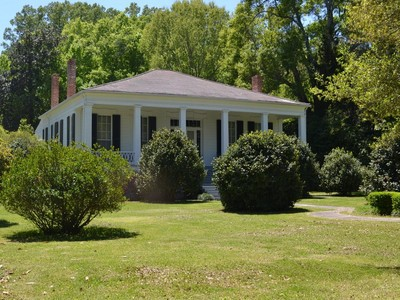 Maison unifamiliale for sales at Idlewild 310 Idlewild Drive Port Gibson, Mississippi 39150 États-Unis