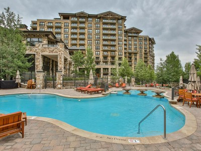 Copropriété for sales at One-bedroom St. Regis Ski Condo 2300 E Deer Valley Dr #318  Park City, Utah 84060 États-Unis