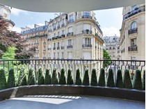 Apartamento for sales at Apartment with terrace - Victor Hugo    Paris, Paris 75116 Francia