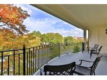 Condominio for sales at 5241 Monument Avenue 4A    Richmond, Virginia 23226 Estados Unidos