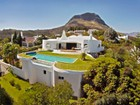Casa Unifamiliar for  sales at Distinctive home perched high above Somerset West Somerset West, Provincia Occidental Del Cabo Sudáfrica