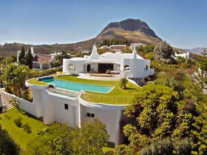 Moradia for Vendas at Distinctive home perched high above Somerset West Somerset West, Western Cape África Do Sul