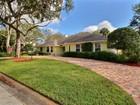 Maison unifamiliale for  sales at CLASSIC YET CONTEMPORARY, POOL, OVER HALF ACRE 1486 50th Court   Vero Beach, Florida 32966 États-Unis