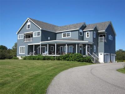 Einfamilienhaus for sales at Summertyme 20 Easy Street  Lubec, Maine 04657 Vereinigte Staaten