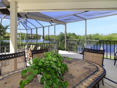 Maison unifamiliale for sales at Captivating Waterfront Views at Ocean Reef 10 Harbor Island Drive Key Largo, Florida 33037 États-Unis