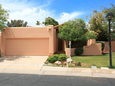 Einfamilienhaus for sales at Beautiful Updated 2 Bedroom Home In Exclusive Private And Gated Biltmore Villas 6182 N 28th Place Phoenix, Arizona 85016 Vereinigte Staaten