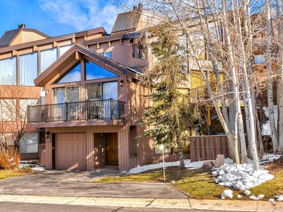 Condominium for sales at Great Townhome and Location in Pinnacle 1219 Pinncacle Ct Park City, Utah 84060 United States