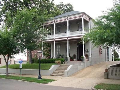 단독 가정 주택 for sales at The Davis Mitchell House 901 Crawford St Vicksburg, 미시시피 39180 미국