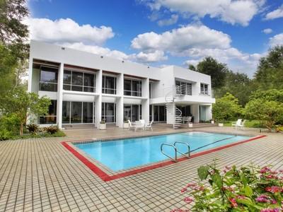 独户住宅 for sales at 6600 SW 98 ST  Pinecrest, 佛罗里达州 33156 美国