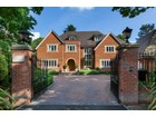 Moradia for  sales at Willow House Eaton Park Road Cobham, Inglaterra KT112JH Reino Unido