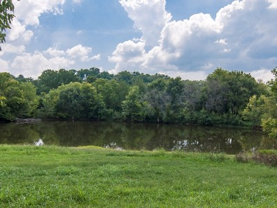 Farm / Ranch / Plantation for sales at 2210 New Hope Road   Hendersonville, Tennessee 37075 United States