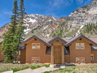 Condomínio for sales at Cozy Blackjack Condo 9020 S Blackjack Rd #2 Sandy, Utah 84092 Estados Unidos