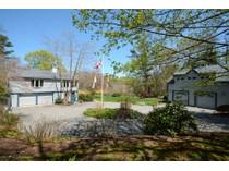 Casa para uma família for sales at South Duxbury's quaint Hall's Corner 38 Hornbeam Rd   Duxbury, Massachusetts 02332 Estados Unidos