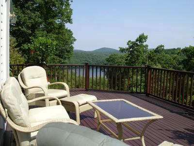Casa para uma família for sales at Private Lakefront Estate 15 Falls Drive Brookfield, Connecticut 06804 Estados Unidos