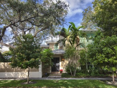 Villa for sales at 41 Bay Heights Drive   Coconut Grove, Florida 33133 Stati Uniti