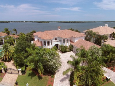 Casa Unifamiliar for sales at Magnificent Riverfront Estate with 6,464 SqFt 5210 Saint Andrews Island Dr  Vero Beach, Florida 32967 Estados Unidos