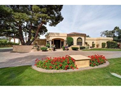 Einfamilienhaus for sales at Privately Gated Paradise Valley Retreat 5716 N Monte Vista Drive  Paradise Valley, Arizona 85253 Vereinigte Staaten