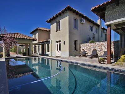Nhà ở một gia đình for sales at Tuscan Farm VIlla in Cape Winelands Estate  Paarl, Western Cape 7690 Nam Mỹ