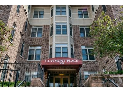 Copropriété for sales at Claymont Place Condos 500 North and South Road #302 University City, Missouri 63130 États-Unis