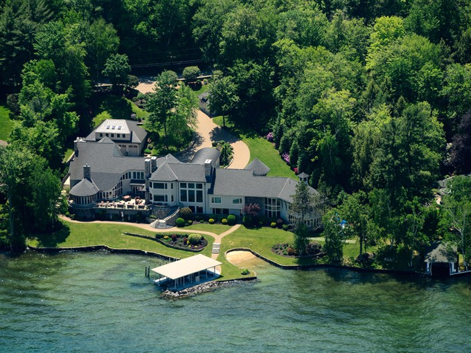 Einfamilienhaus for sales at Governors Island Estate 296 Edgewater Drive  Gilford, New Hampshire 03249 Vereinigte Staaten