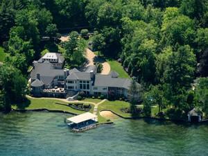 独户住宅 for 出售 at Governors Island Estate 296 Edgewater Drive  Gilford, 新罕布什尔州 03249 美国