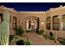Casa para uma família for sales at Stunning Nearly New Custom Home in Legend Trail in North Scottsdale 34646 N 92nd Place   Scottsdale, Arizona 85262 Estados Unidos