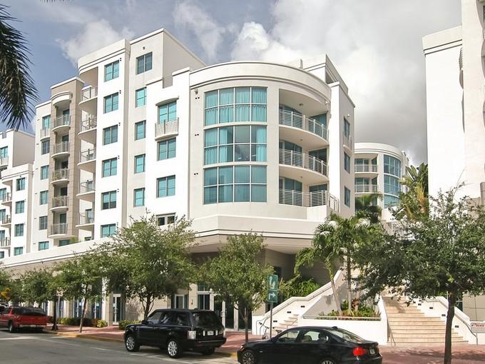 Copropriété for sales at The Cosmopolitan 110 Washington Ave 1424 Miami Beach, Florida 33139 États-Unis